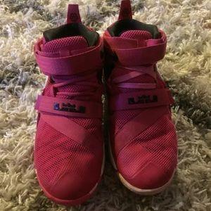 15775fe64a25 Nike Lebron Soldier IX GS Vivid Pink White 7Y